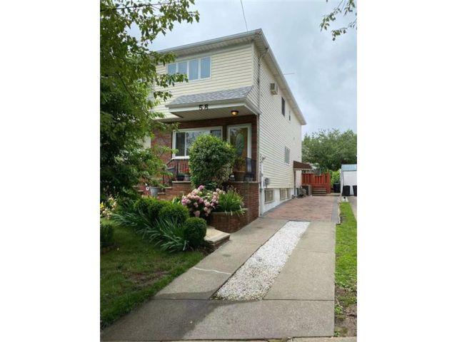 3 BR,  2.00 BTH Single family style home in Eltingville