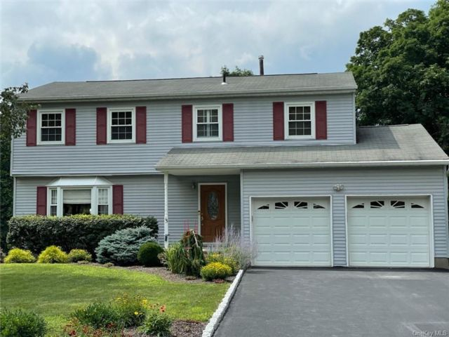 4 BR,  3.00 BTH Colonial style home in Monroe