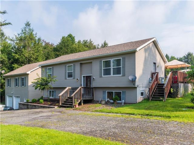 3 BR,  2.00 BTH Raised ranch style home in Liberty