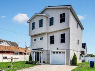 4 BR,  3.00 BTH Shore colonial style home in Union Beach