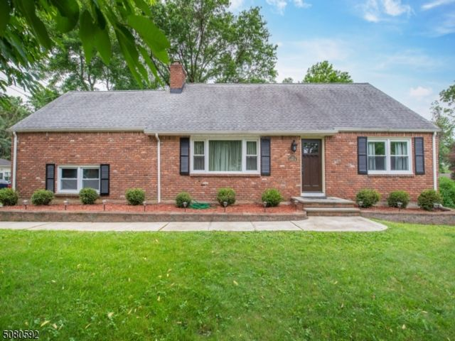 4 BR,  2.00 BTH Expanded ranch style home in Fairfield