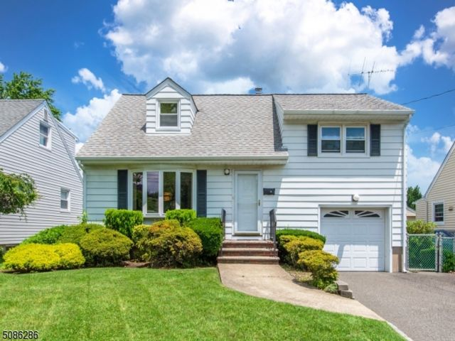 3 BR,  1.50 BTH Split level style home in Clifton