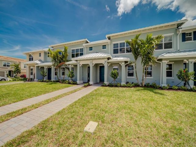 3 BR,  2.50 BTH Townhouse style home in Hollywood