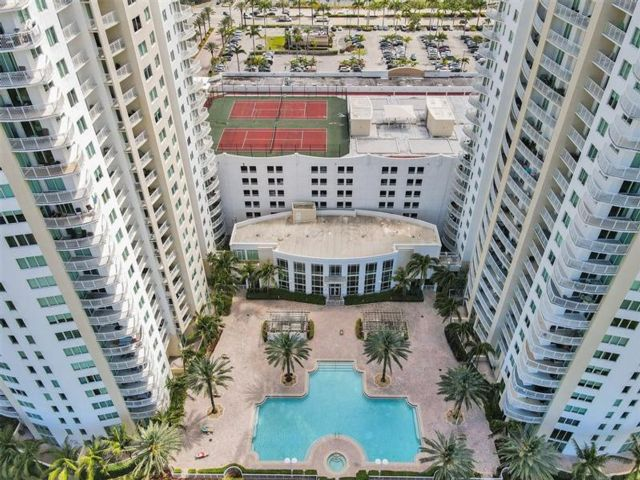 3 BR,  2.00 BTH Apartment style home in Hallandale Beach