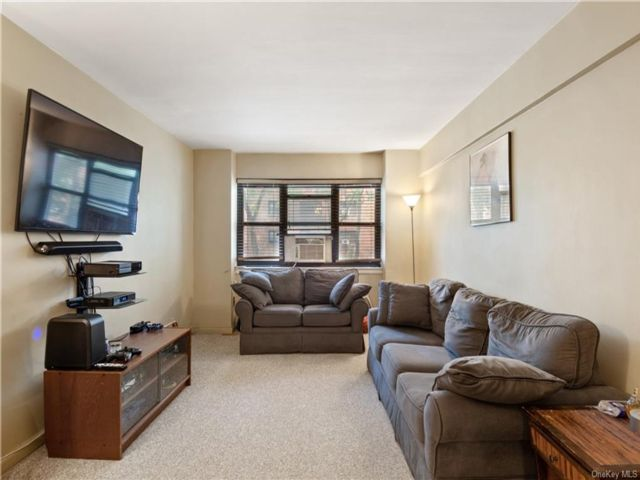 2 BR,  1.00 BTH House style home in New Rochelle