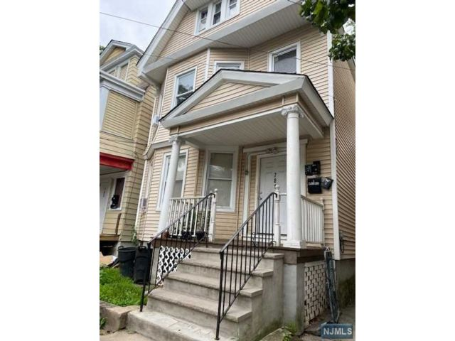 6 BR,  3.00 BTH Three family style home in Newark