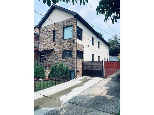 5 BR,  5.00 BTH Multi-family style home in Maspeth