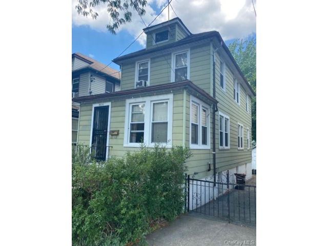 4 BR,  2.00 BTH Other style home in Wakefield