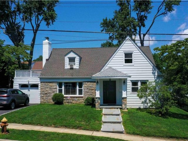 5 BR,  3.00 BTH Colonial style home in Yonkers