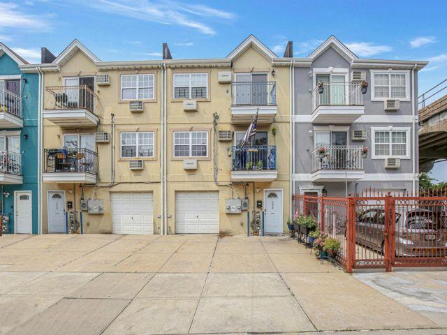 7 BR,  5.00 BTH Contemporary style home in Rockaway Park