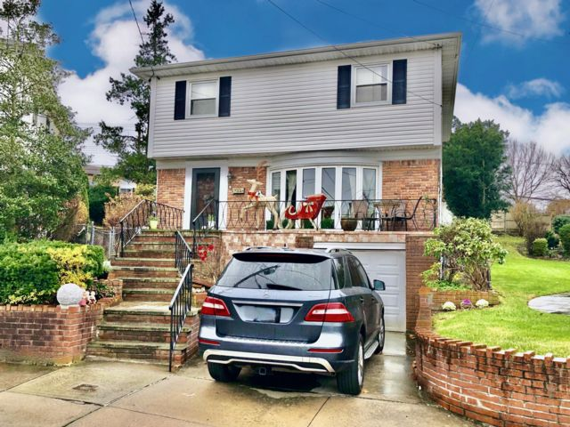 3 BR,  2.55 BTH Colonial style home in Little Neck