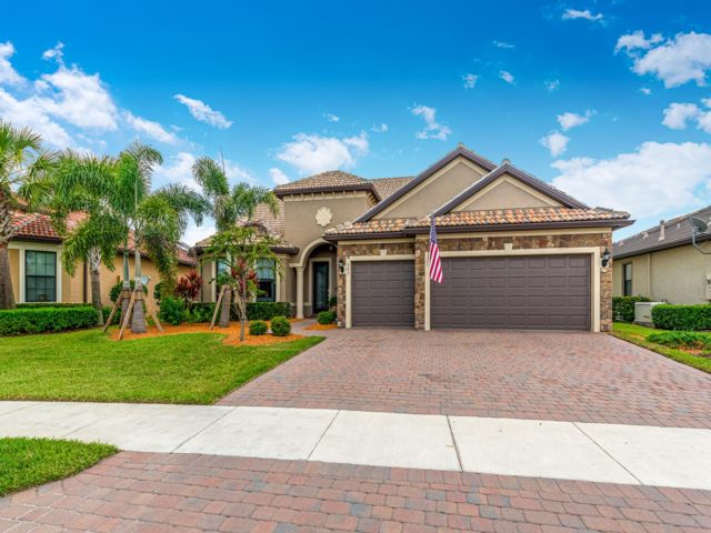 4 BR,  4.00 BTH  style home in Port Saint Lucie