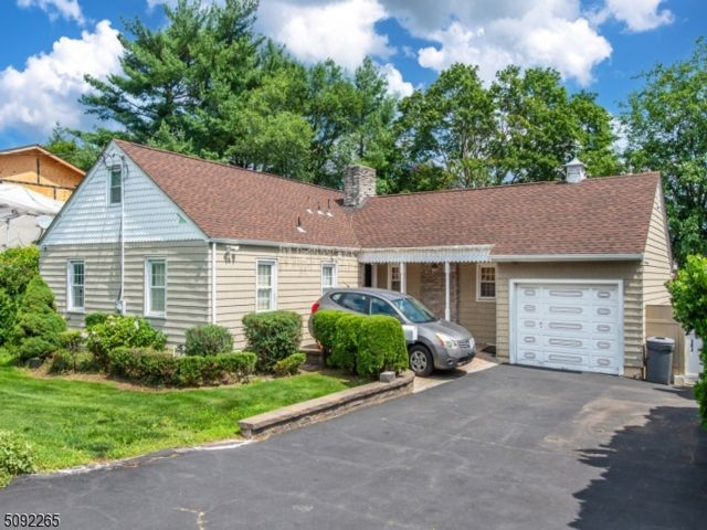 4 BR,  3.00 BTH Ranch style home in Clifton