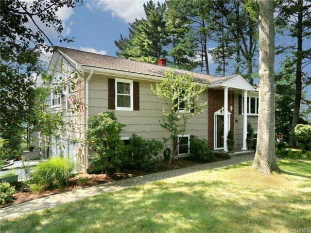 7 BR,  3.00 BTH Raised ranch style home in Clarkstown