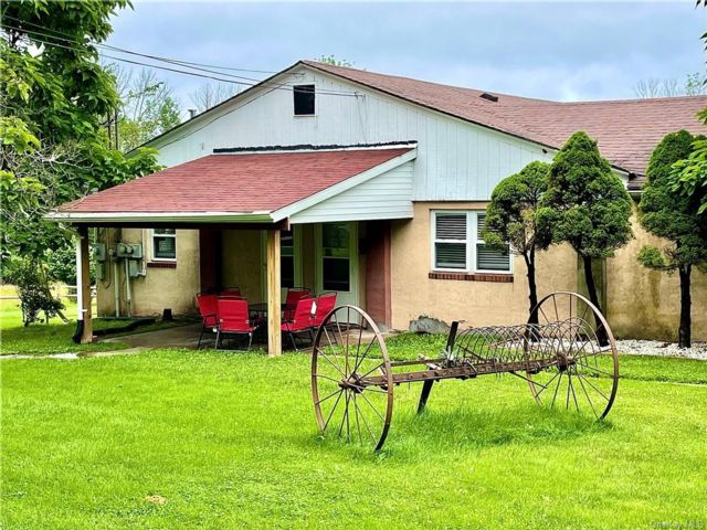 2 BR,  1.00 BTH Multi family style home in Fallsburg