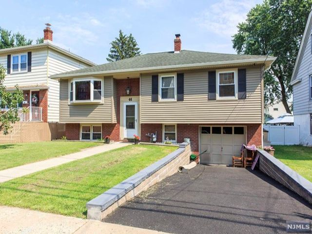 4 BR,  1.50 BTH Split level style home in Clifton