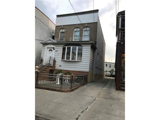6 BR,  0.00 BTH Multi-family style home in Gravesend