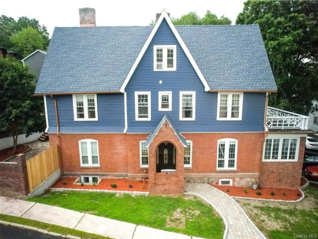7 BR,  3.00 BTH Colonial style home in Middletown