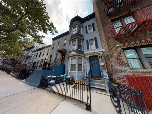 8 BR,  4.00 BTH Multi-family style home in Sunset Park