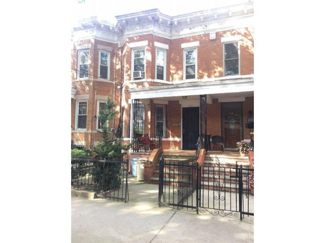 4 BR,  2.00 BTH Single family style home in Dyker Heights