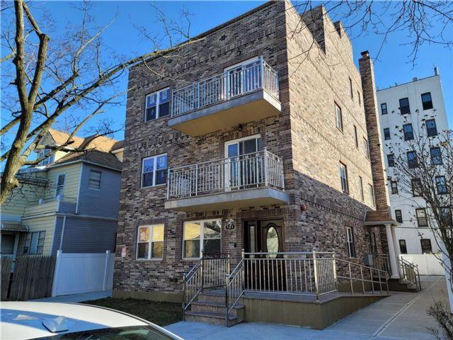 4 BR,  2.00 BTH Condominium style home in Bensonhurst