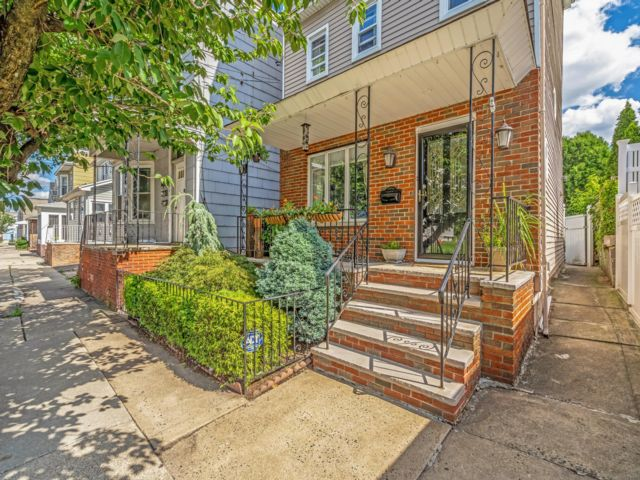 4 BR,  2.00 BTH Colonial style home in Harrison