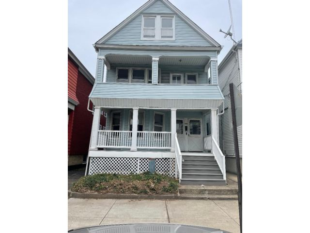 6 BR,  2.00 BTH Contemporary style home in Bayonne
