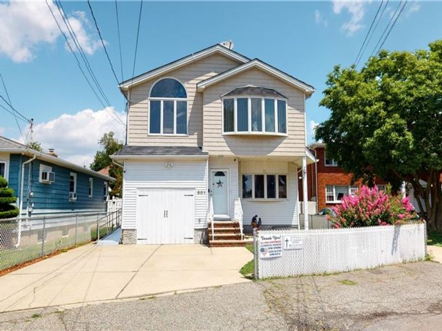 5 BR,  3.00 BTH Single family style home in Oakwood