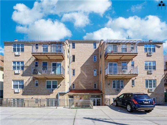 3 BR,  2.00 BTH Condominium style home in Bay Ridge