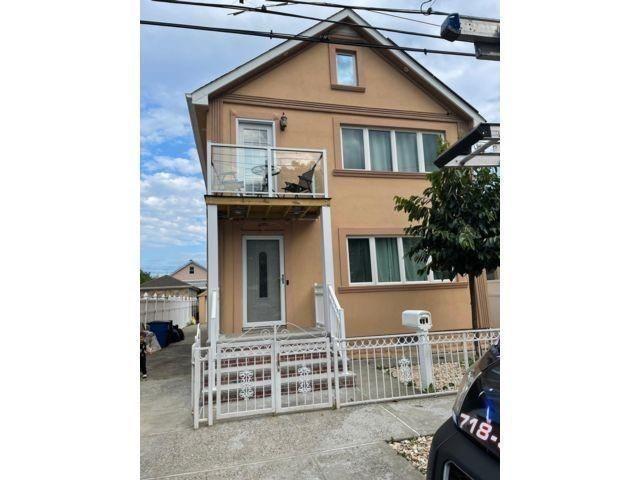 5 BR,  0.00 BTH Multi-family style home in Midland Beach