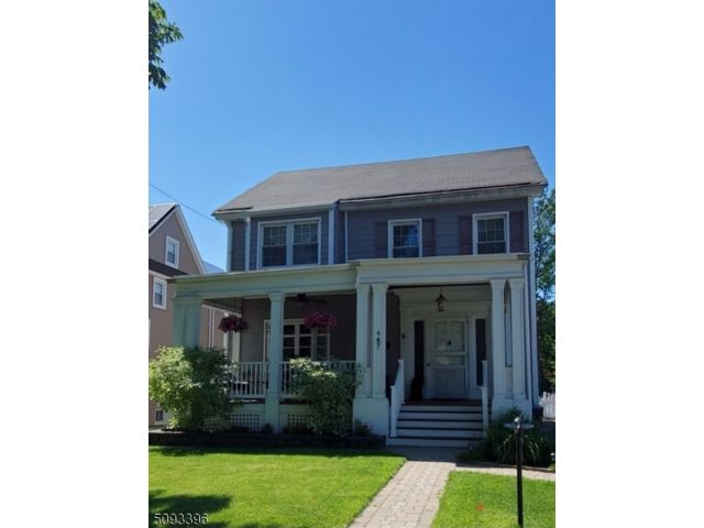 4 BR,  2.55 BTH Colonial style home in Nutley