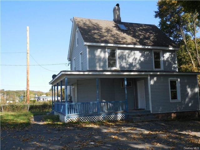 3 BR,  2.00 BTH Farmhouse style home in Newburgh