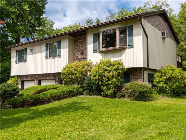 3 BR,  3.00 BTH Raised ranch style home in Fallsburg