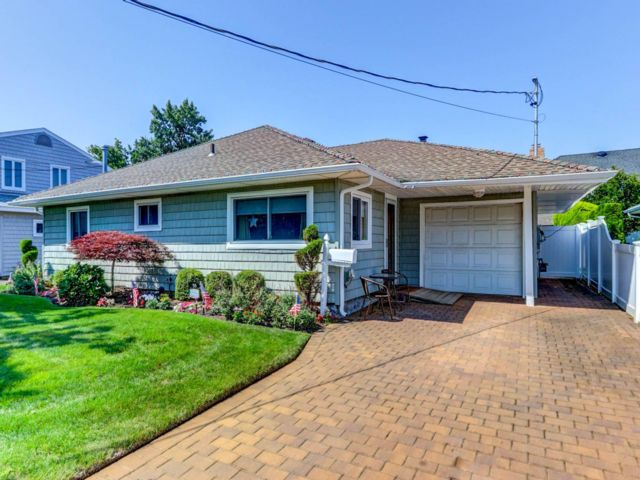 3 BR,  1.00 BTH Ranch style home in Massapequa
