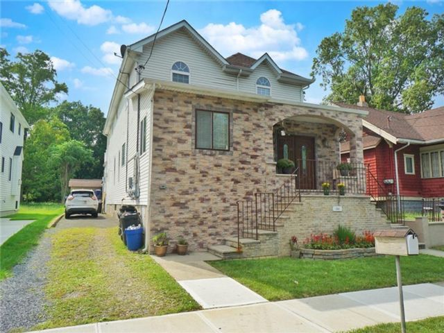 5 BR,  5.00 BTH Multi-family style home in Tottenville
