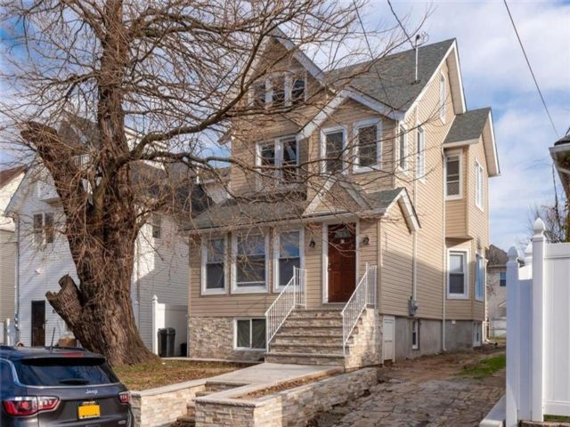 8 BR,  2.00 BTH Single family style home in Mariners Harbor