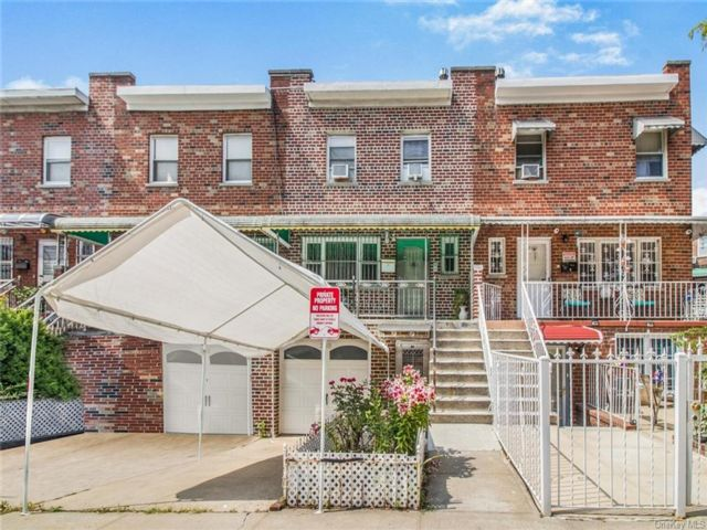4 BR,  3.00 BTH Other style home in Soundview