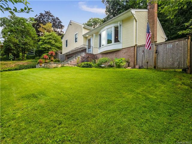 3 BR,  2.00 BTH Split level style home in North Castle