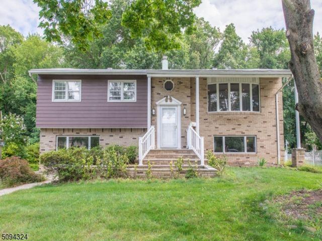 4 BR,  2.50 BTH Bi-level style home in Fairfield