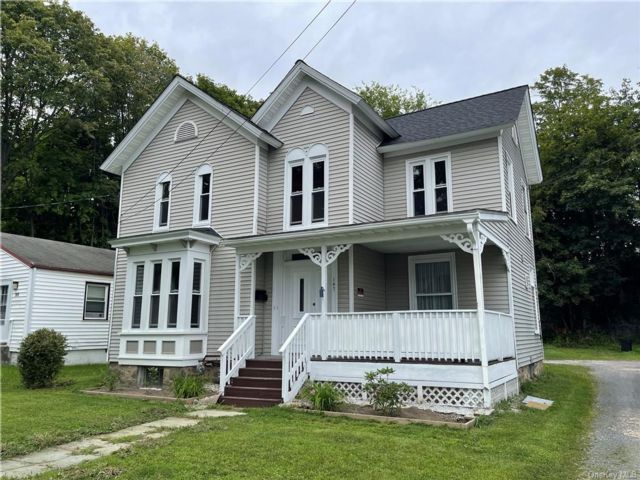 5 BR,  3.00 BTH 2 story style home in Middletown
