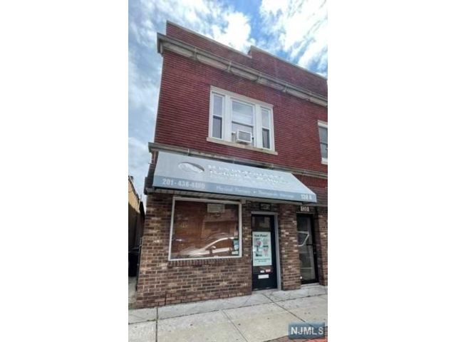Studio,  0.00 BTH Retail style home in East Rutherford