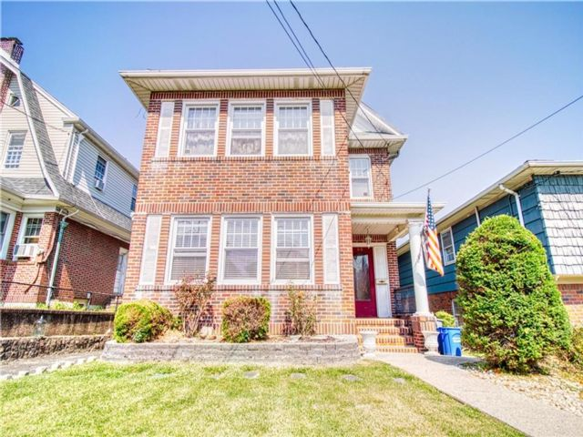 5 BR,  1.00 BTH Multi-family style home in Silver Lake