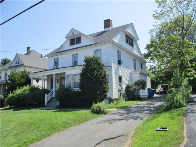 6 BR,  3.00 BTH Colonial style home in Middletown