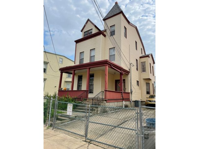 5 BR,  2.00 BTH Colonial style home in Jersey City