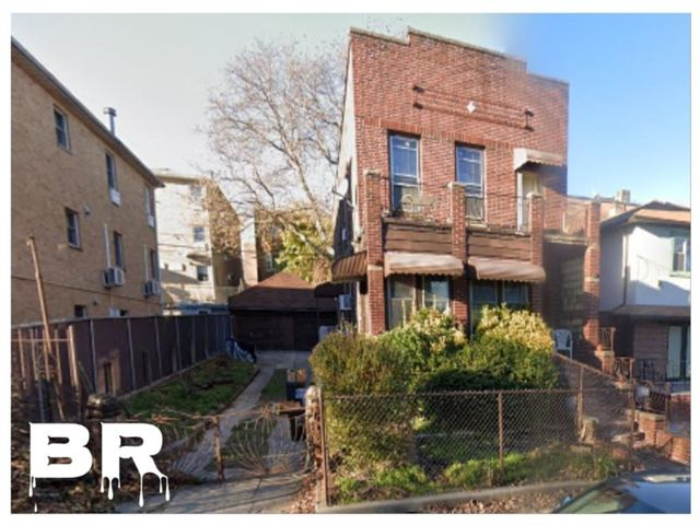 5 BR,  2.00 BTH Multi-family style home in Windsor Terrace