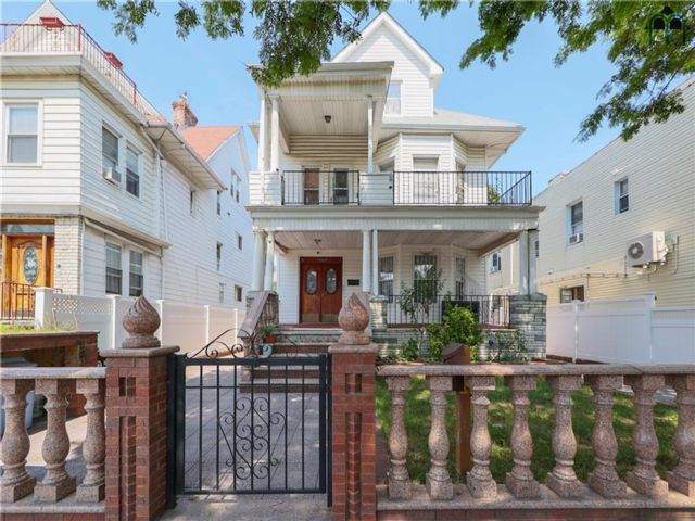 7 BR,  0.00 BTH Multi-family style home in Bensonhurst