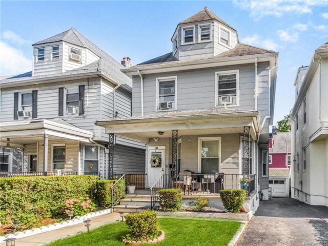 5 BR,  2.00 BTH Colonial style home in Mount Vernon