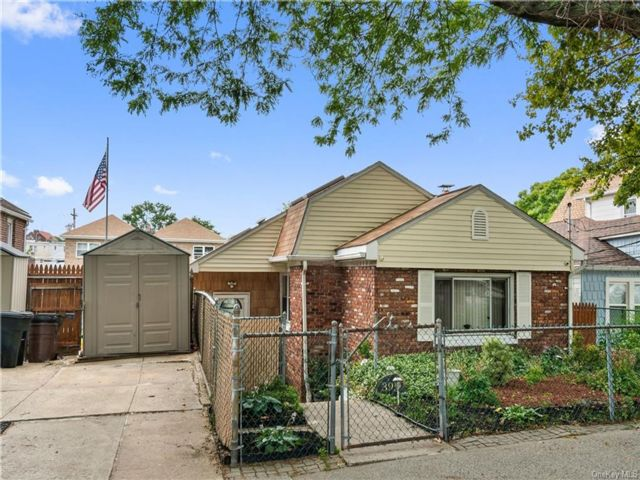 2 BR,  1.00 BTH Ranch style home in Throggs Neck