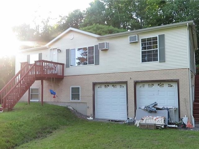7 BR,  4.00 BTH Raised ranch style home in Fallsburg