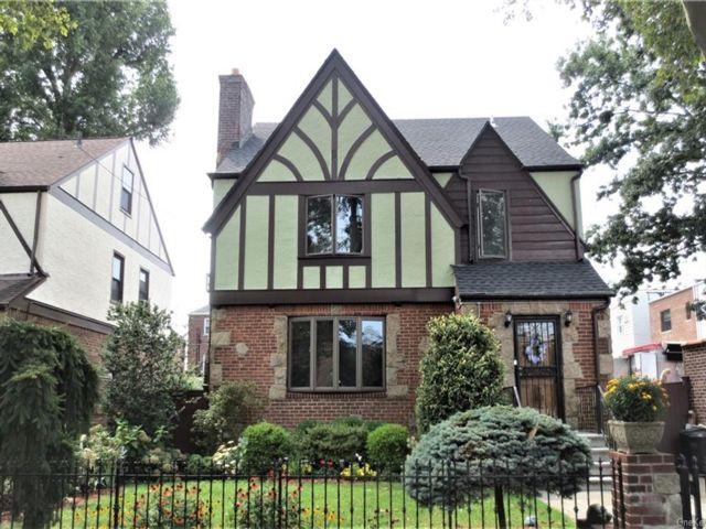 3 BR,  3.00 BTH Tudor style home in Pilgrim